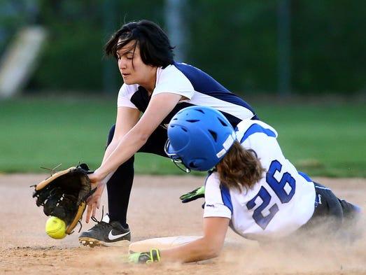 Elizabethtown's Kirsten Mumma (26) steals second base