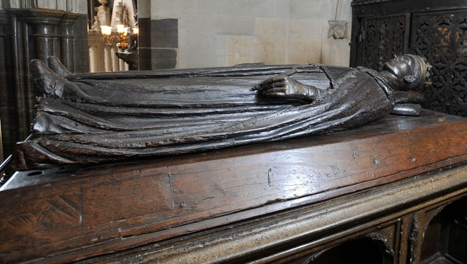 The tomb of King Henry V below Henry V's chantry chapel, at the east end of Westminster Abbey, London.