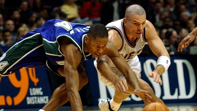 Former Buck Ray Allen (left), who played 18 NBA seasons, and former Bucks coach Jason Kidd, who played 21 seasons, were named finalists for the Naismith Basketball Hall of Fame.