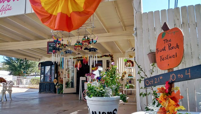 During the Front Porch Festival and Old Towne Marketplace, shops decorate for the fall and have special promotions and activities.
