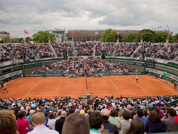 A wide view of the court during the match between Marinko Matosevic and Andy Murray.