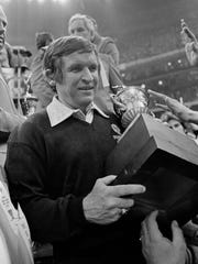 Pittsburgh coach Johnny Majors carries the Sugar Bowl trophy after beating Georgia on Jan. 1, 1977, to secure the national title. Majors then returned to his alma mater Tennessee.