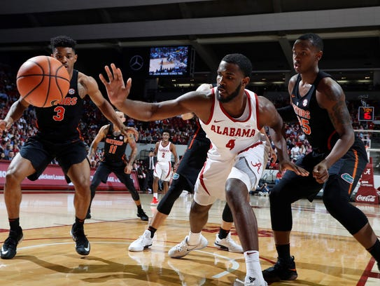 Alabama's Daniel Giddens loses the ball out of bounds
