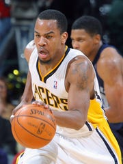 Andre Owens brings the ball upcourt in the fourth quarter. The Pacers hosted Memphis in an NBA game at Conseco Fieldhouse Wednesday 1/02/07. Rob Goebel/Indianapolis Star.