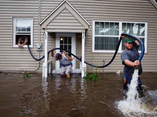 636107685771197910-20160923-bp-flooding-26.jpg