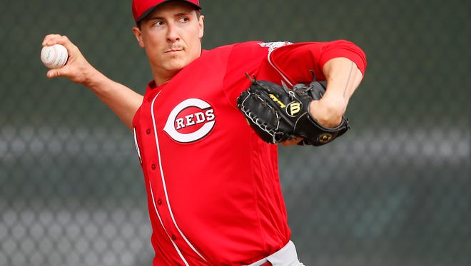 Cincinnati Reds starting pitcher Homer Bailey (34) throws during a bullpen session at Cincinnati Reds spring training, Friday, Feb. 19, 2016, in Goodyear, Arizona.
