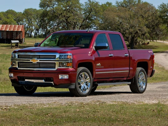 2014-Chevrolet-SilveradoHighCtry-056