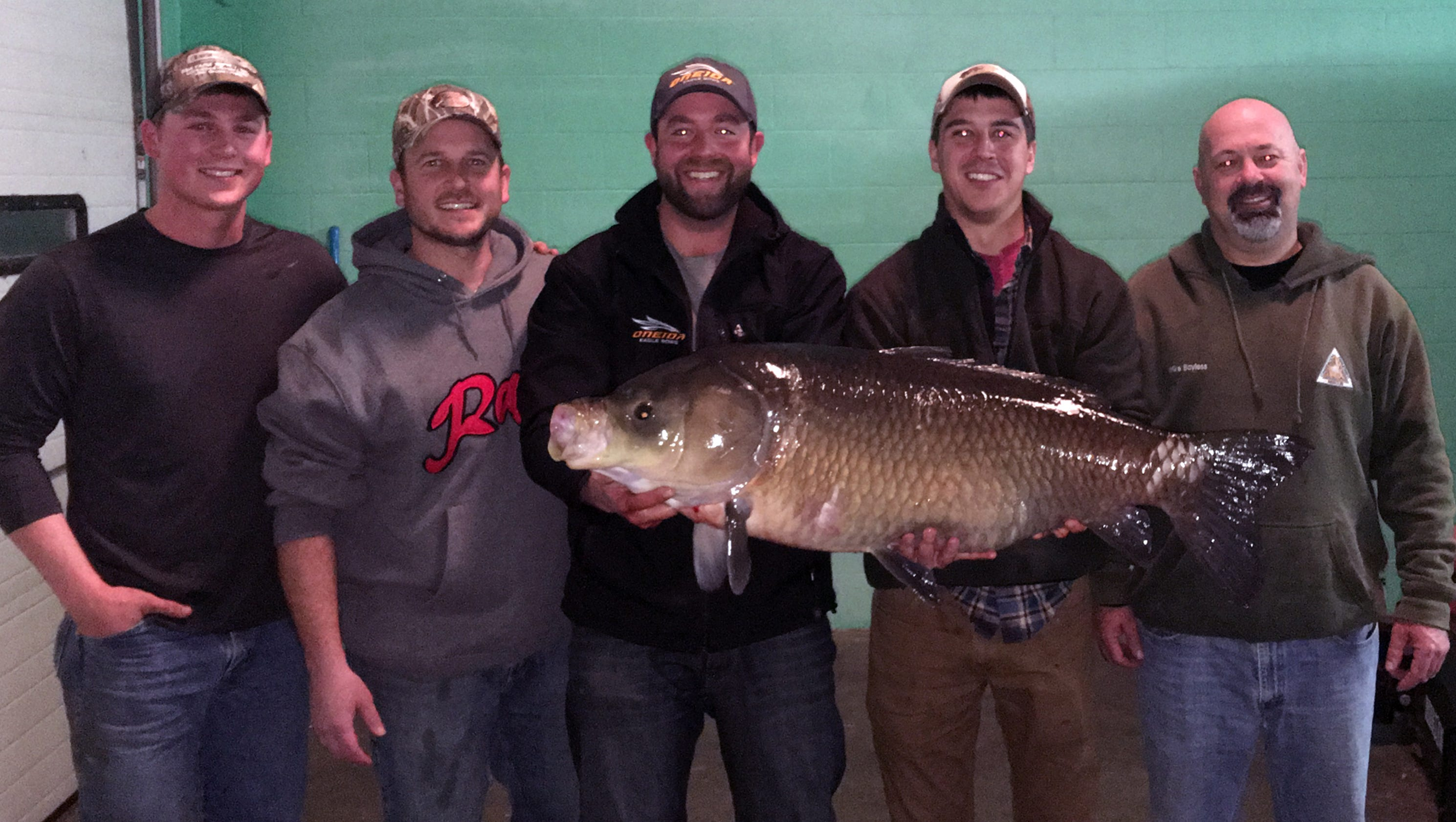 Son of bass pro shops founder breaks mo bowfishing record for Bass pro shops monster fish