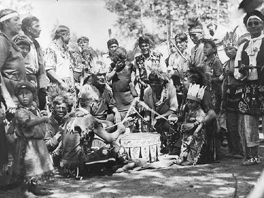 """The Algonkian-speaking Indians of the Ohio Valley gave the Quapaws tribe the name Arkansas, or """"south wind."""" Their pronunciation of the name was """"Oo-ka-na-sa."""""""