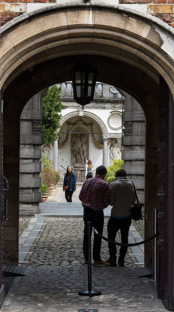 Entrance to the gardens of the Rubens House.
