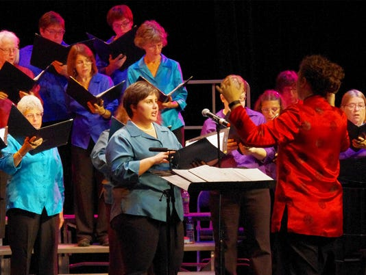 636648299385910656-Civic-Chorale-Leslie-conduction.jpg