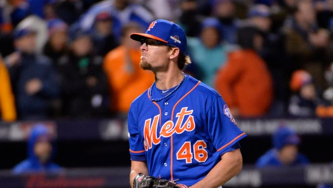 The Diamondbacks have been in contact with free-agent reliever Tyler Clippard and the club believes it has made progress toward a deal, a source said Monday.