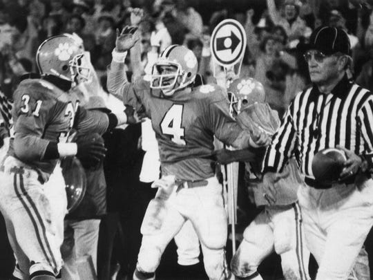 Steve Fuller (4) threw for 123 yards in the 1978 Gator Bowl and also ran for 38 yards and a touchdown.