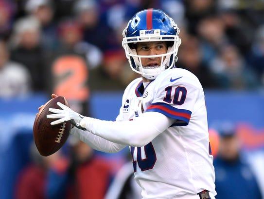 New York Giants quarterback Eli Manning (10) facing