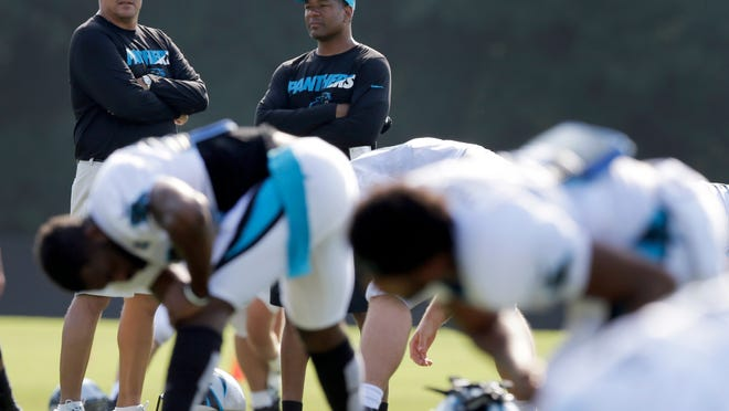 Carolina Panthers assistant head coach and defensive coordinator Steve Wilks, right, talks with Panthers head coach Ron Rivera, left, during the team's training camp in this file photo from in 2015. Wilks is expected to interview for the Giants' head coaching job. (AP Photo/Chuck Burton)