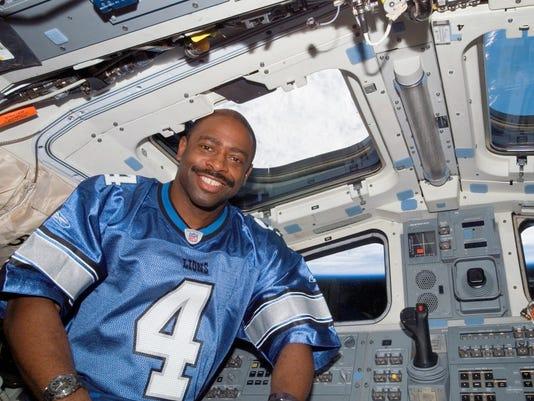 636326186732365336-111----Detroit-Lion-Jersey-in-Space-Shuttle-Atlantis-Flight-Deck-on-mission-STS-122.jpg