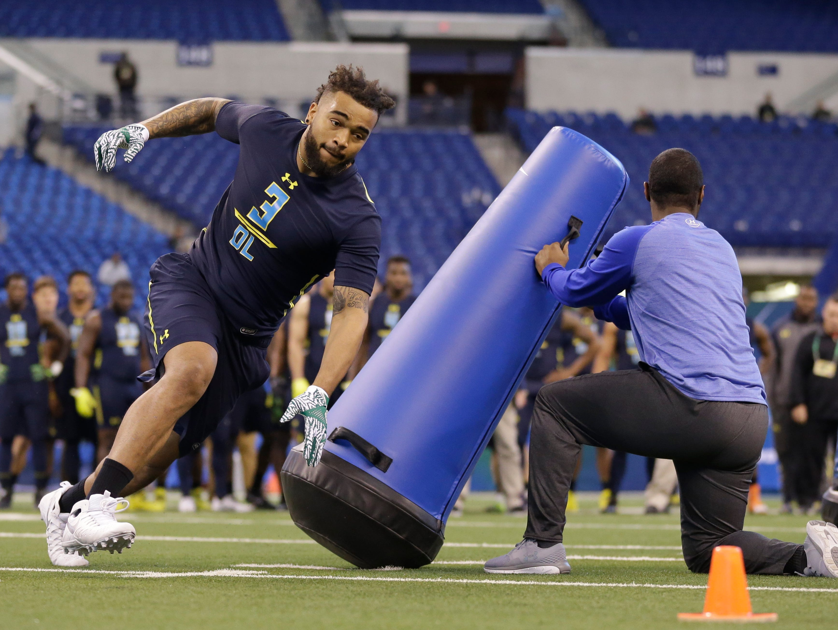 Tennessee defensive end Derek Barnett runs a drill at the NFL football scouting combine in Indianapolis, Sunday, March 5, 2017. (AP Photo/Michael Conroy)