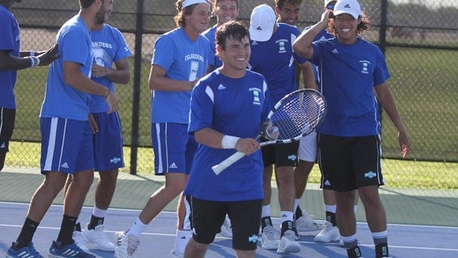 The Islanders men's tennis team swept two matches from Schreiner College on Wednesday.