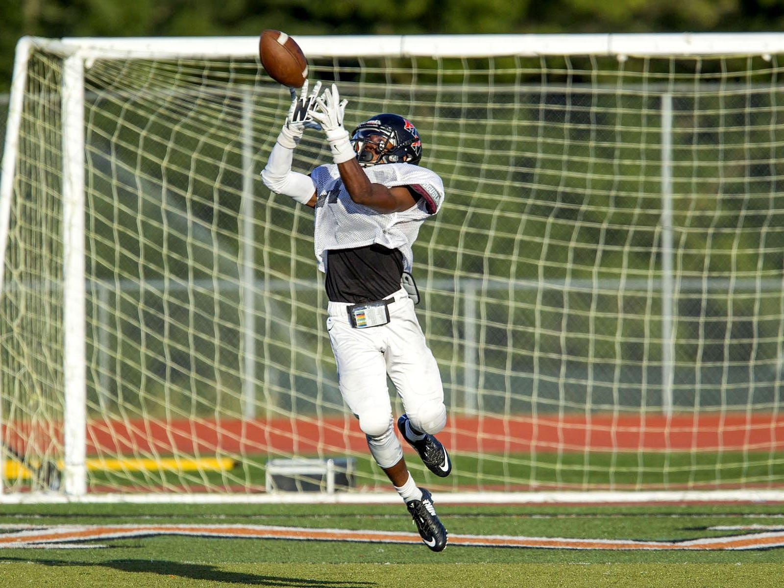 Middletown North's Dwight Wilkerson catches a touchdown pass during a scrimmage against Allentown on Aug. 28.