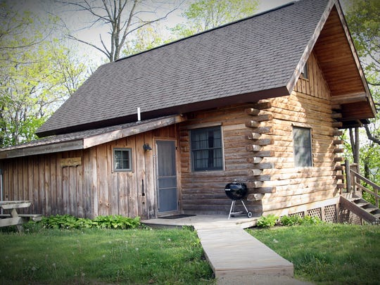 The Natural Gait near Mar quette has a variety of cabin sizes and amen ities.