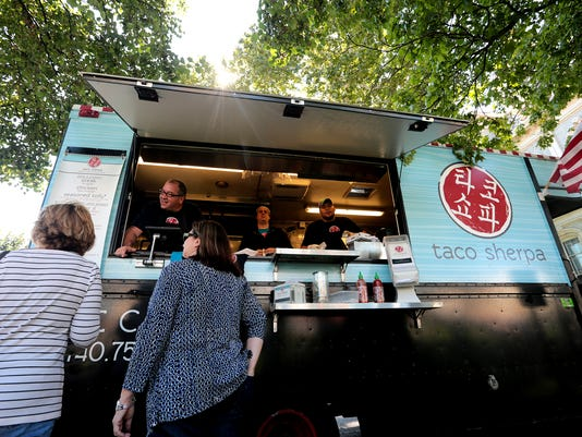 new_092414_food_trucks_02jp.JPG