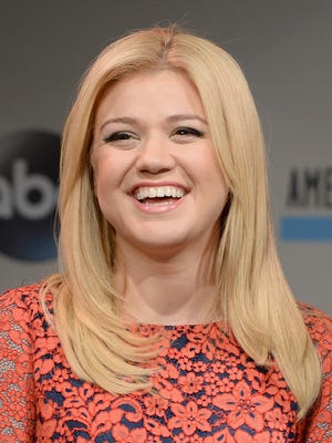 Kelly Clarkson poses on Oct. 10