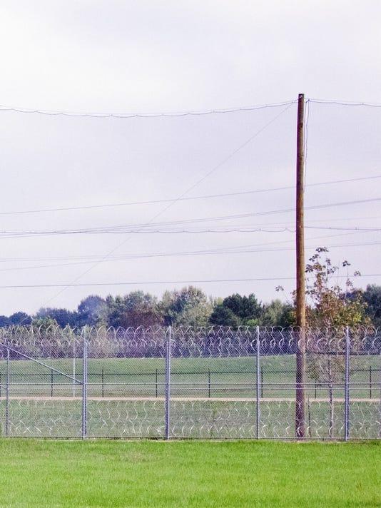 -Prison netting.jpg_20140922.jpg