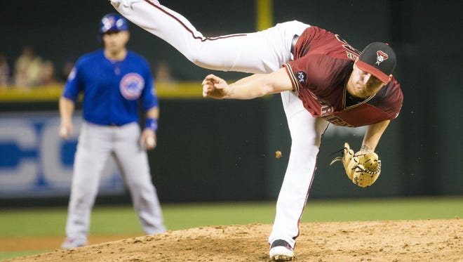Arizona Diamondbacks pitcher Shelby Miller delivers a pitch against the Chicago Cubs during the fourth inning at Chase Field in Phoenix April 10, 2016.