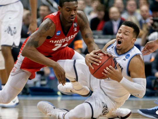 Villanova's Jalen Brunson, right, grabs for a loose