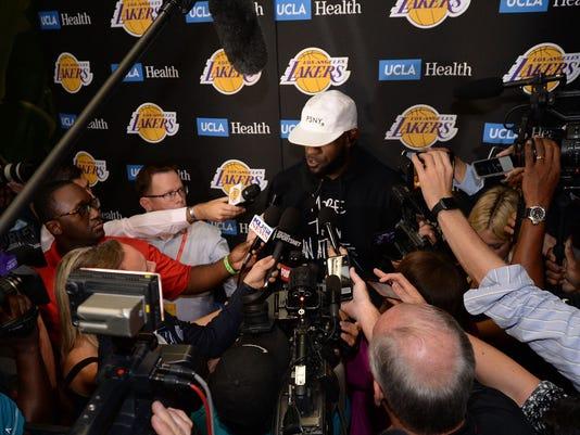 USP NBA: PRESEASON-DENVER NUGGETS AT LOS ANGELES L S BKN LAL DEN USA CA