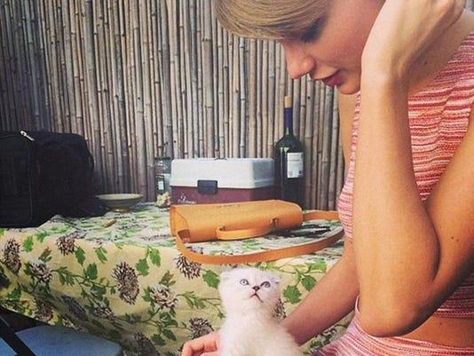 Taylor Swift and Olivia Benson