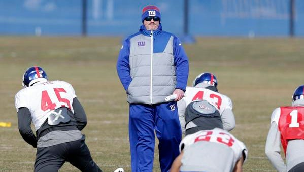 New York Giants head coach Ben McAdoo talks to players during practice in East Rutherford, N.J., Thursday, Jan. 5, 2017.