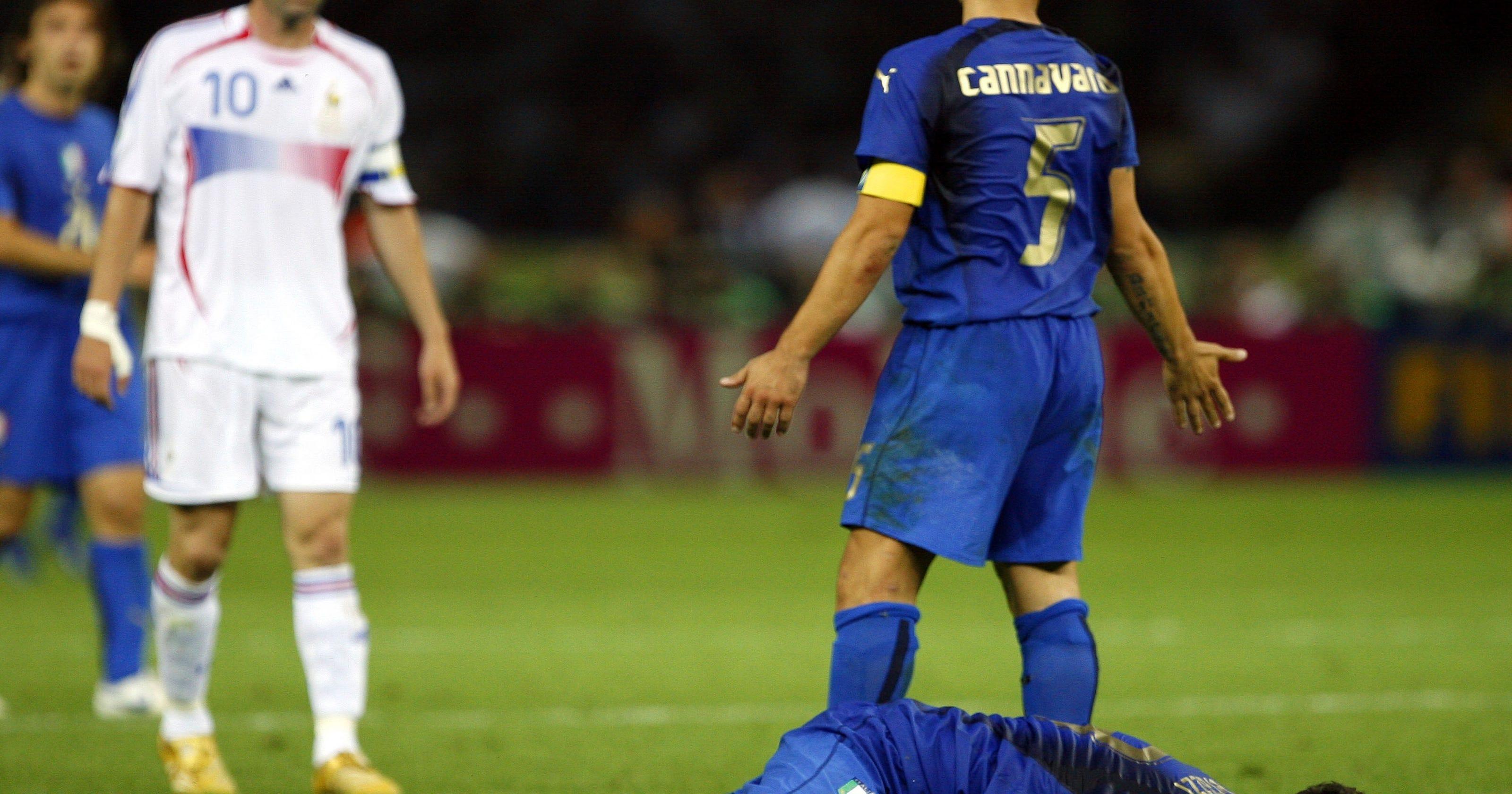 WORLD CUP  Zinedine Zidane ends his career with a headbutt d2e949ec6