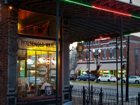 Mochau's tours concentrate on areas with a lot of dining activity, for example Franklin Street or Main Street in Evansville, or might involve some driving.