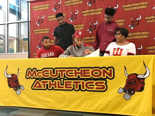 Robert Phinisee signs with Indiana University.
