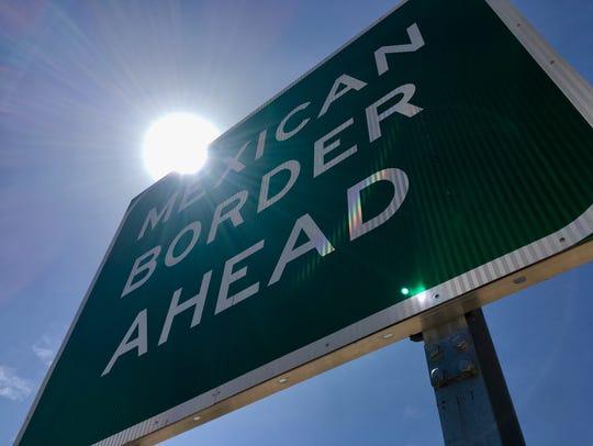 Letrero que indica la frontera entre Estados Unidos