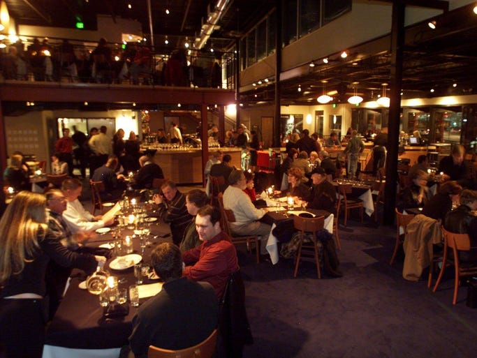 Diners are packing the new Six Degrees restaurant in the Gulch on a Wednesday night. (January 2001).