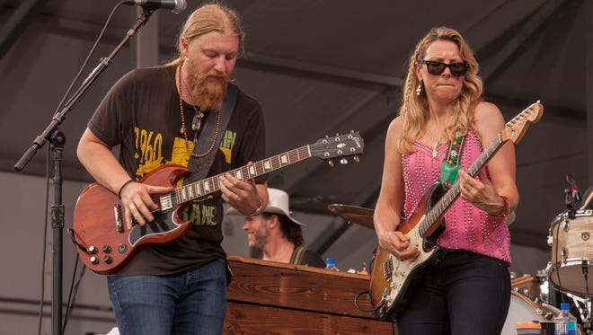 Derek Trucks and Susan Tedeschi headlined the Wheels of Soul show Friday at PNC Pavilion.