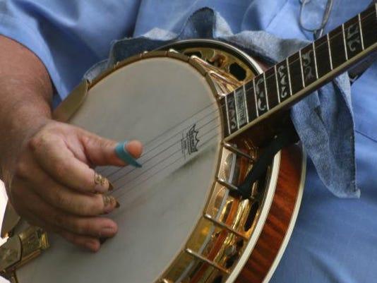 635508164792272984-5-string-banjo-3
