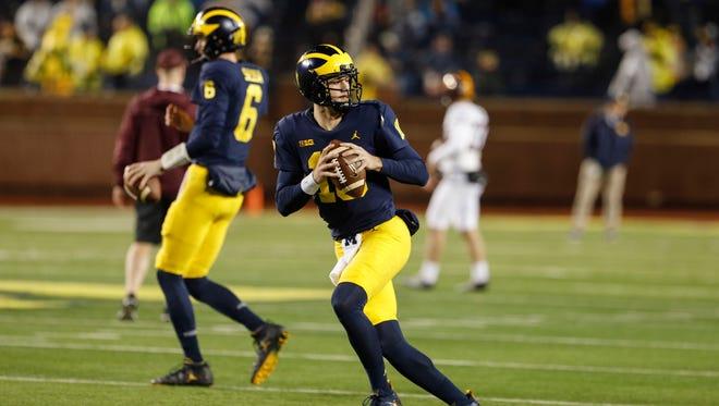 Michigan quarterback Brandon Peters warms up before the game against Minnesota at Michigan Stadium in Ann Arbor, Nov. 4, 2017.