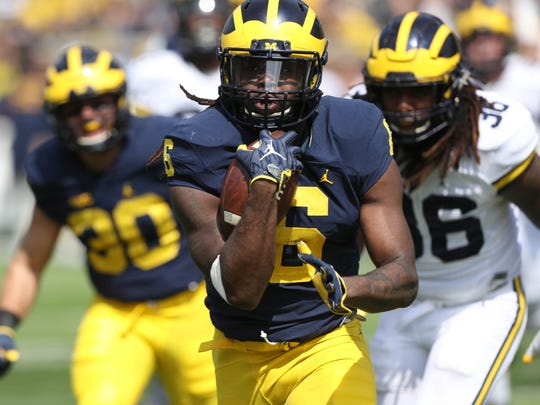 Michigan running back Kareem Walker runs the ball in the spring game Saturday, April 15, 2017 at Michigan Stadium in Ann Arbor.