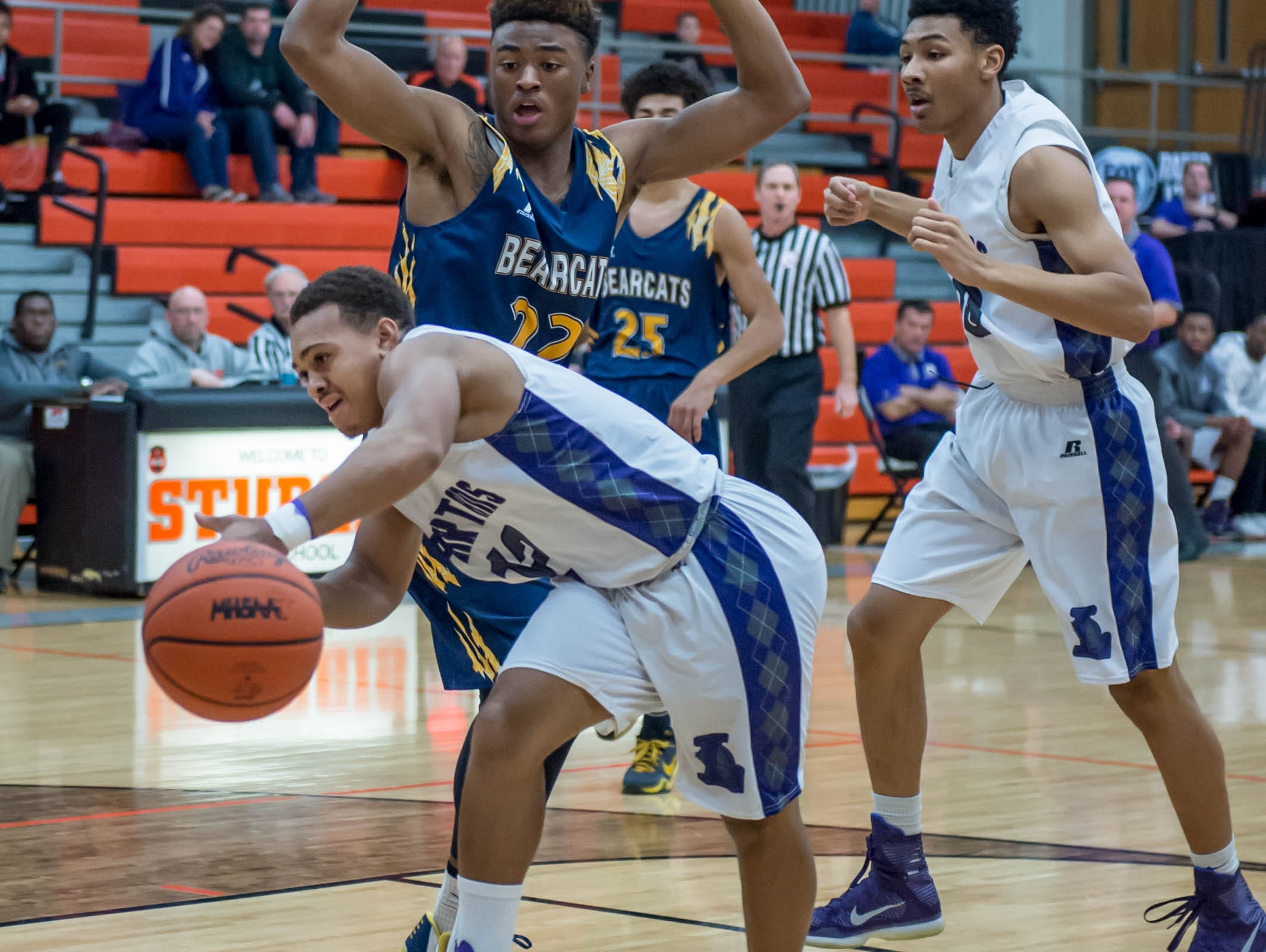 Lakeview's CJ Foster (12) gets a pass during game against Battle Creek Central Wednesday night.