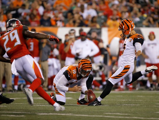 Cincinnati Bengals kicker Jake Elliott (3) kicks a