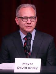 Mayor Briley speaks during a mayoral candidate forum