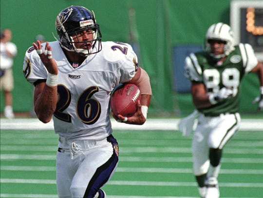 Rod Woodson returns an interception for a touchdown in 1998 for the Ravens.