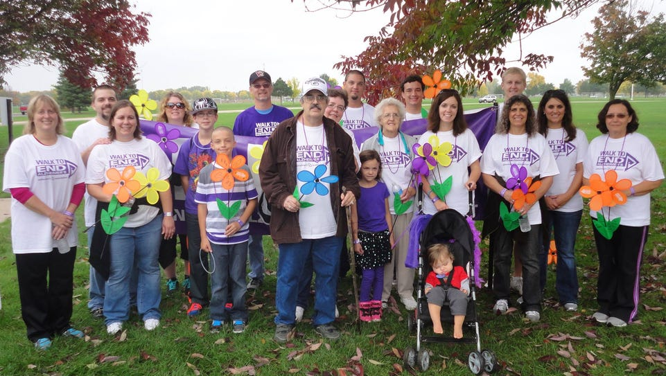 """""""A Walk to Remember"""" team at a previous Alzheimer's"""