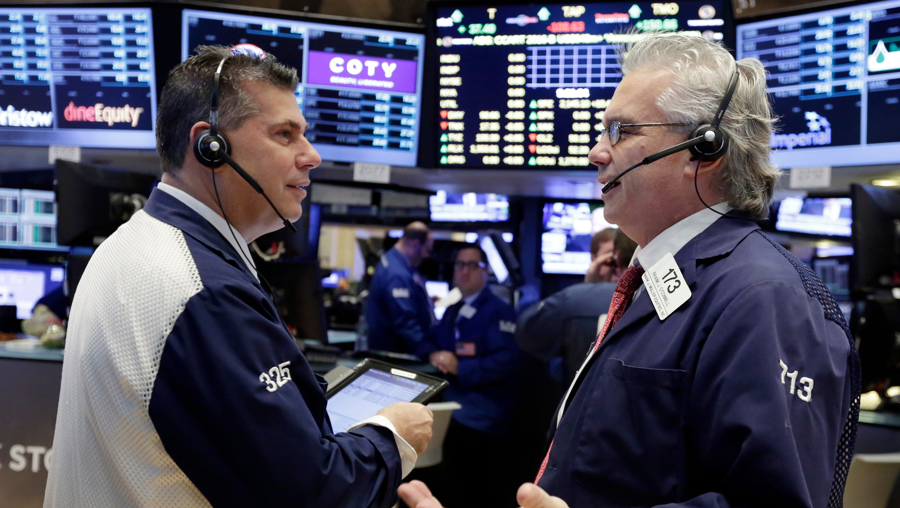 Stocks close lower as Dow posts 3rd straight monthly loss