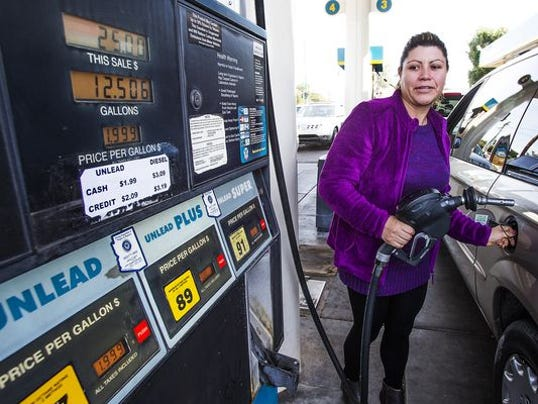 Phoenix gas prices keep dropping Monday