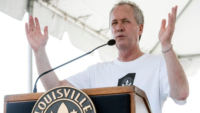Louisville Mayor Greg Fischer welcomes a crowd of around 10,000 people to the biannual Hike, Bike & Paddle. 5/28/18
