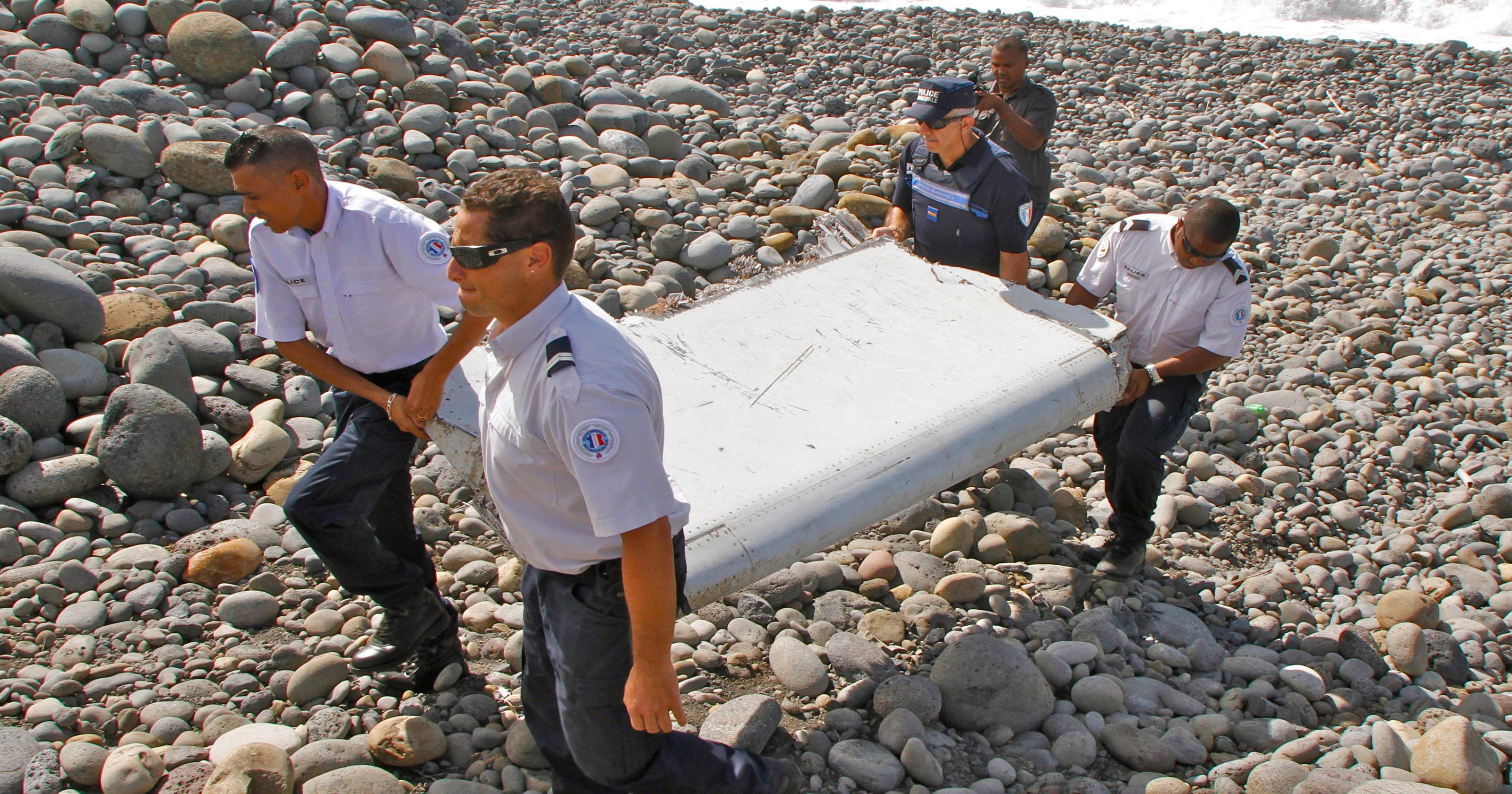 Wing flap found on island traced to missing malaysian jet publicscrutiny Gallery